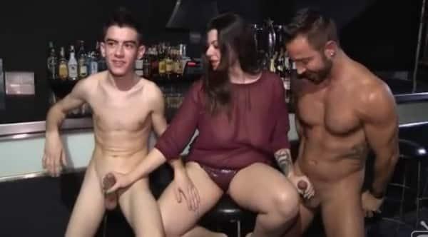 Argentina pajea a su novio para se le venga en las tetas - 3 part 3