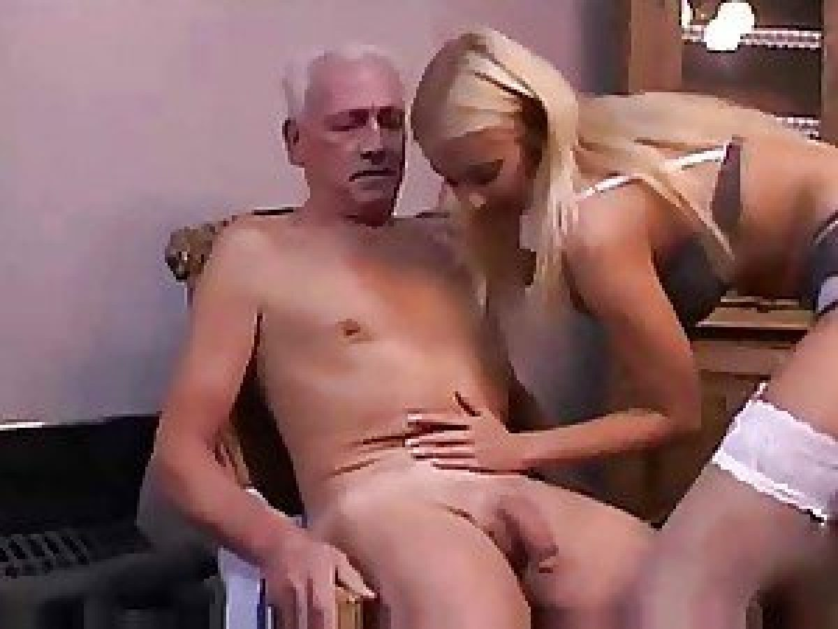 Ancianos Porno Gay ella cuida ancianos toda la noche, ese día no pudo evitar