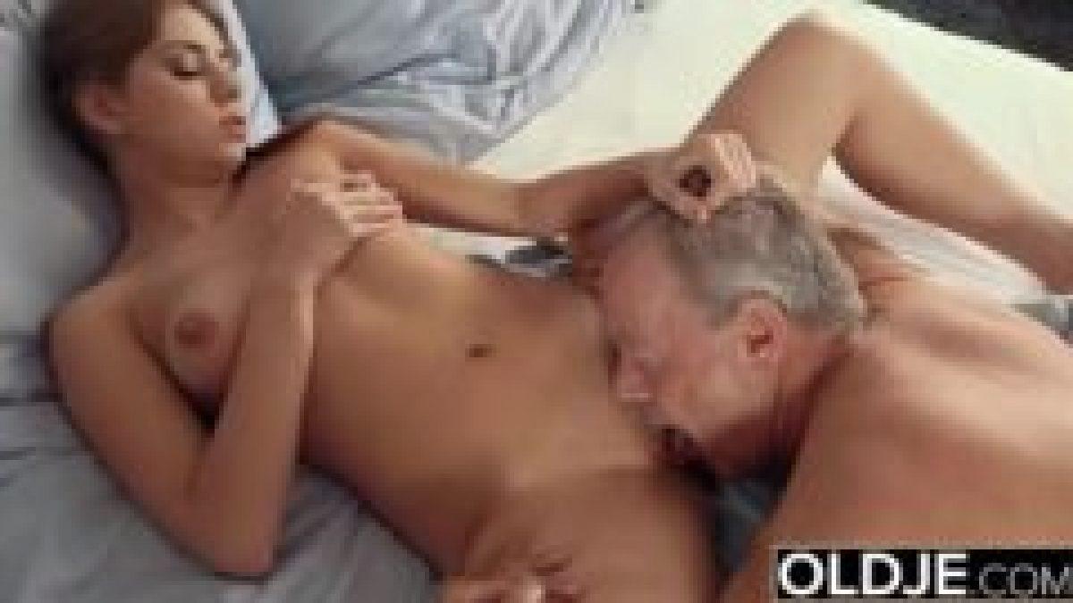 Ancianas Haciendo El Amor un viejo me chantajea y me obliga a tener sexo con él