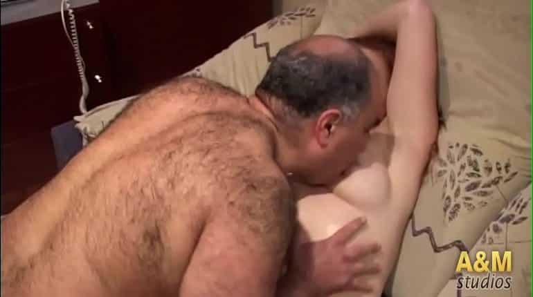 Padre abusa amigos follando en grupo porno Mi Padre Invita A Sus Amigos Para Usar Mi Cuerpo Relatos Porno