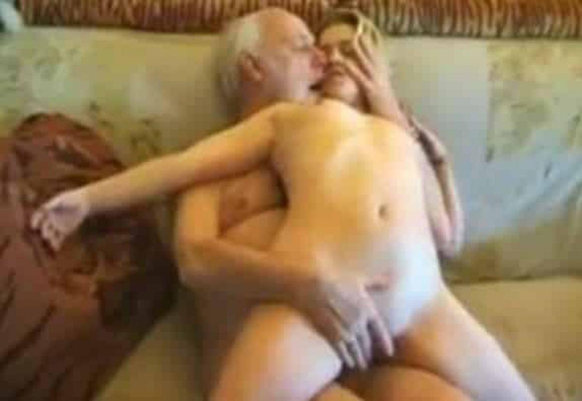 Abuelito Comeme El Chochito Porno gloria folla con su abuelo, se aprovecha de la rotura de