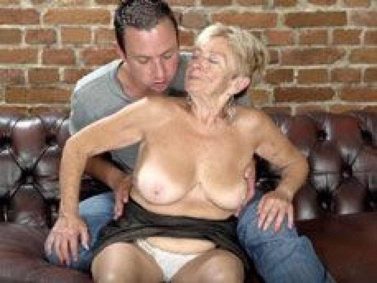 Abuelas Lesbian Porno vacaciones en la casa de mi abuela y me la termino follando